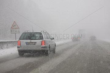 Schneetreiben auf der Autobahn A1