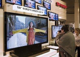 CeBIT 2007 - HDTV Fernseher der Fa. Sharp