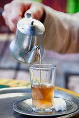 Tee servieren