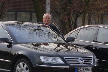 Dr.rer.pol.h.c. Peter Hartz  Mitglied des Vorstand der VW AG