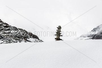 Steinmaennchen im Schnee
