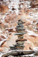 Steinmaennchen im Fels