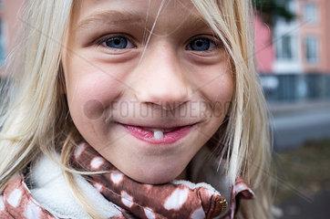 Zahn zeigen