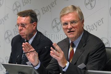Werner Wenning  Vorstandsvorsitzender der Bayer AG  und Dr. Udo Oels  Mitglied des Vorstand der Bayer AG