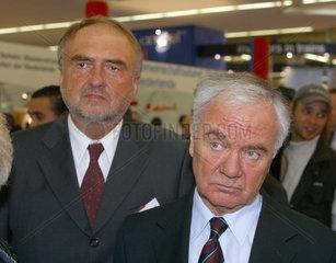 Bundesverkehrsminister Dr. Manfred Stolpe und NRW-Verkehrsminister Dr. Axel Horstmann auf der railtec 2003