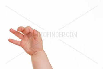 Hand eines kleinen Kindes vor einem weissem Hintergrund