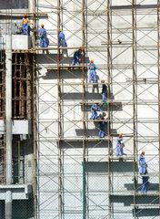 Bauarbeiter auf einem Geruest
