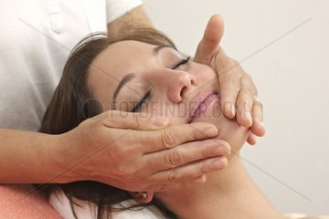 Gesichtsmassage  Behandlung