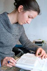 Frau beim Lernen