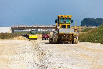 Strassenbau Baustelle mit einem Bagger