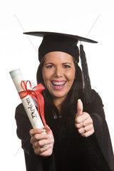 Frau mit dem Diplom-Abschluss