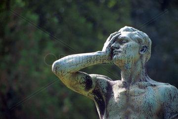 Statue auf einem Friedhof