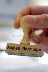 Selbsthilfegruppe  Stempel  Symbolbild