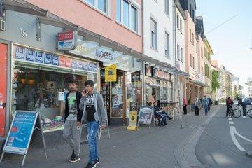 Menschen  Haeuser  Strasse  vielfaeltiges Stadtviertel