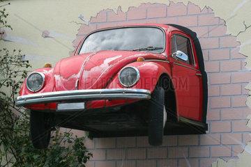 Auto in der Wand
