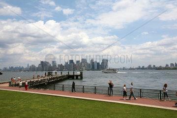 USA  New York  Skyline von Manhatten von der Freiheitsstaue aus