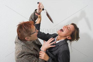Mann attackiert Frau mit Messer