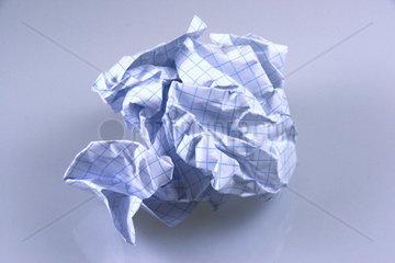 zerknuelltes Papier