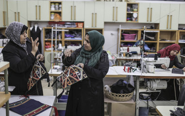 MIDEAST-GAZA-DEAF WORKERS-EMBROIDERY