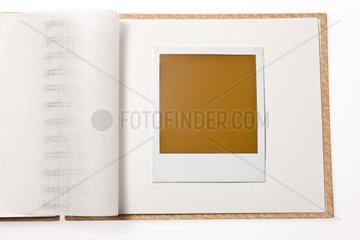 Isoliertes leeres Foto in einem Foto Album