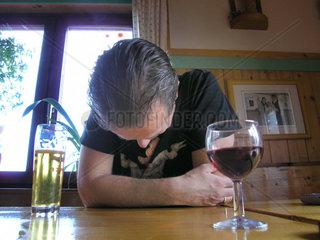 alkoholisierter Mann