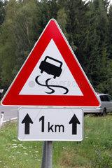 Achtung Schleudergefahr auf 1 km