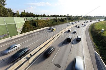 Autos fahren auf einer Autobahn