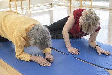 Gymnastikgruppe im Altenheim