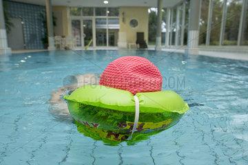 Schwimmbad einer Seniorenresidenz