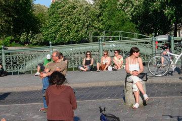 Pause auf die Admiralbruecke in Kreuzberg.