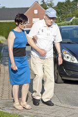 Spaziergang mit polnischer Pflegehelferin