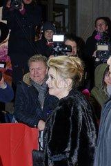 64. Berlinale 2014 in Berlin. Catherine Deneuve auf dem Roten Teppich vor dem Friedrichstadt-Palast.