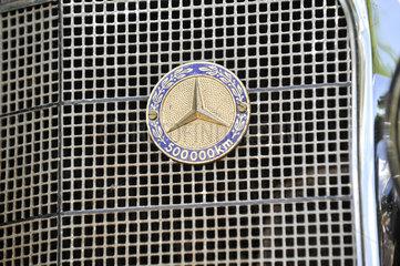 Mercedes Plakette fuer 500.000 km Laufleistung