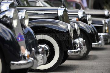 Mercedes Oldtimer 1950er Jahre  hintereinander