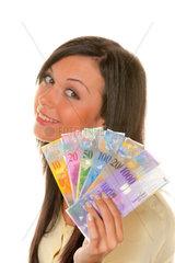 Junge Frau mit einer Wahlkarte (sssterreich)
