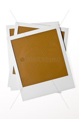 Isoliertes leeres Polaroid Foto vor weissem Hintergrund