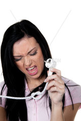 Strompreis Haende mit Kabel und Stecker fuer Strom