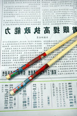 Chinesische Zeitung mit Essstaebchen