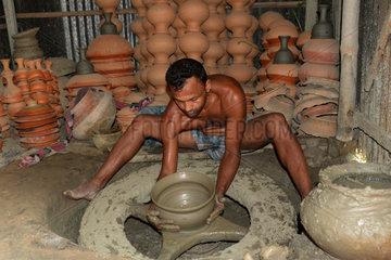 BANGLADESH-BOGRA-CLAY-UTENSILS