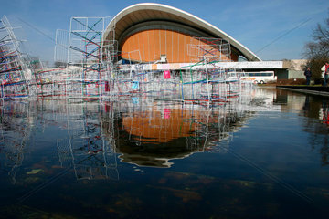 Haus der Kulturen der Welt Qin Yufen City in the Wind