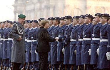 Angela Merkel  Wachbatallion der Bundeswehr