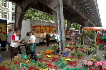 Blumenhaendler auf dem Isemarkt in der Isestrasse Hamburg Emsbuettel