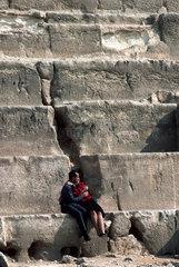 Aegypten - Pyramiden von Gizeh- aegytisches Liebespaar