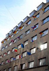 Haus mit Flaggen
