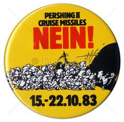 Button  Protest gegen NATO Nachruestung  1983
