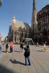 Stephansdom Stephansplatz Touristen fotografieren