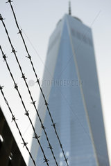 Barbed wire in front of One World Trade Center  Manhattan  New York City  New York  USA