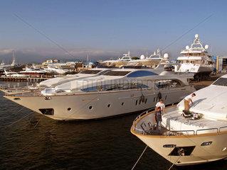 Liegeplatz einer Luxusjachten-Werft  Italien