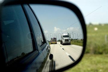 Truck's auf einem Highway USA