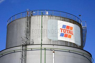 Petrolleumtank im Bremer Industriehafen